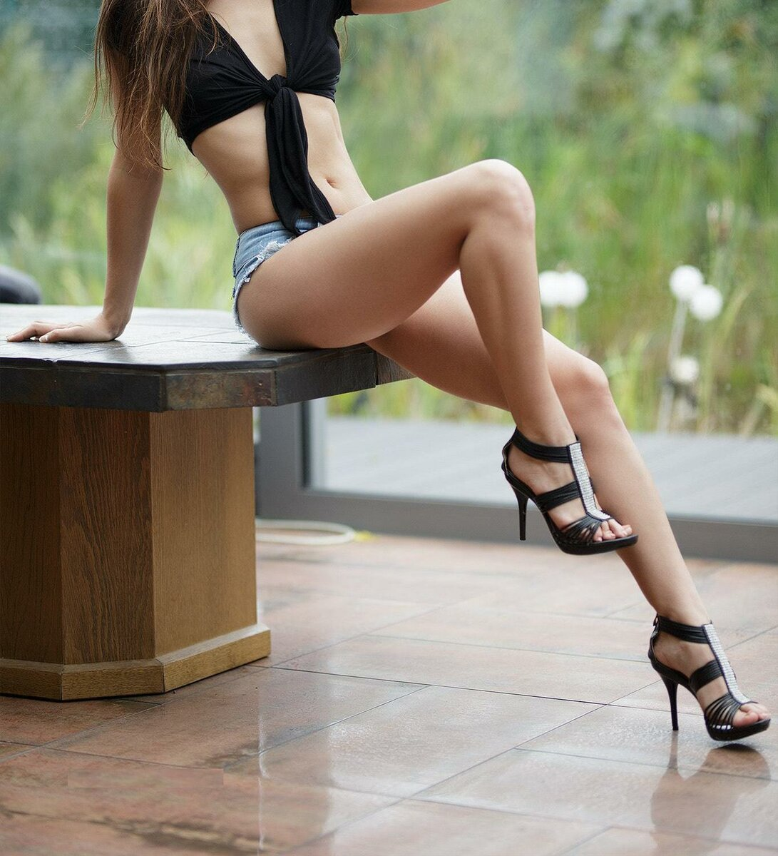 Sexy babes wearing high heels naked — pic 15