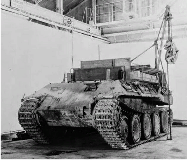 SdKfz 179 Bergepanther ARV (armored recovery vehicle) with mounted crane