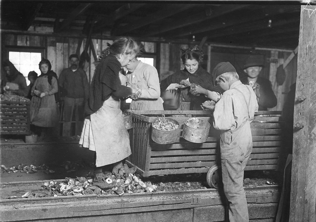 By Lewis Hine - U.S. National Archives and Records Administration, Public Domain, https://commons.wikimedia.org/w/index.php?curid=16898375