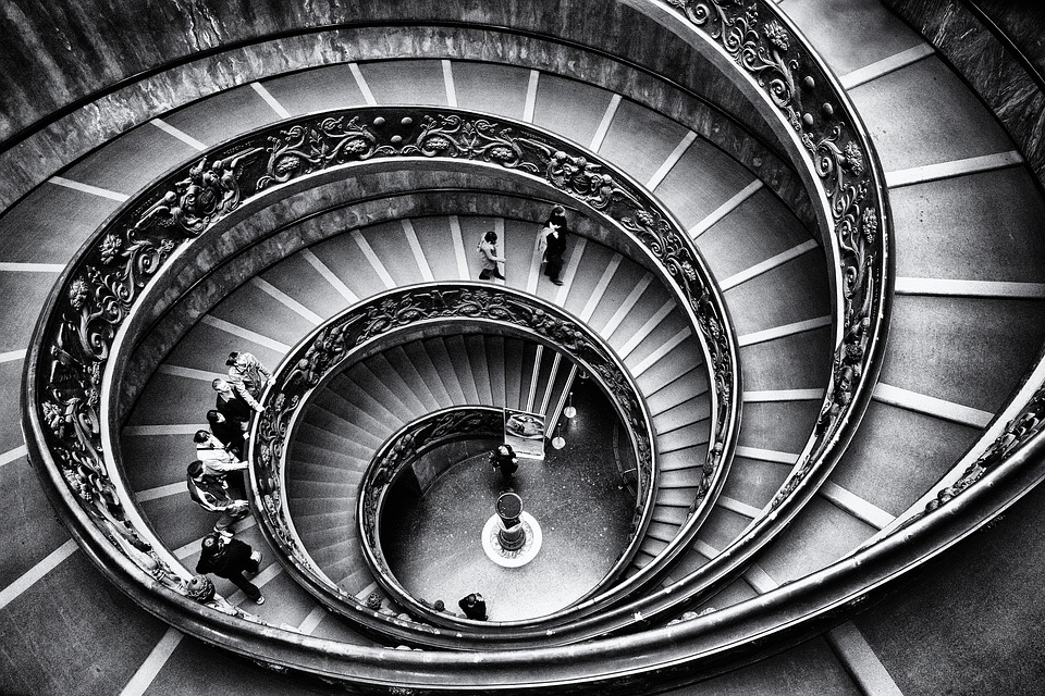 https://pixabay.com/photos/vatican-staircase-rome-stairway-1136071/
