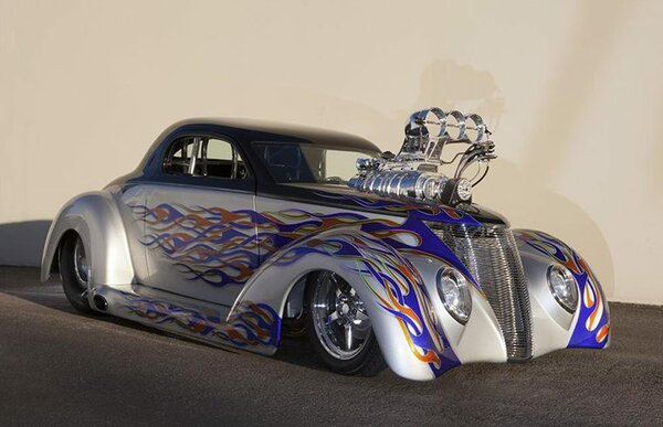 Кастомный 1937 Ford Coupe
