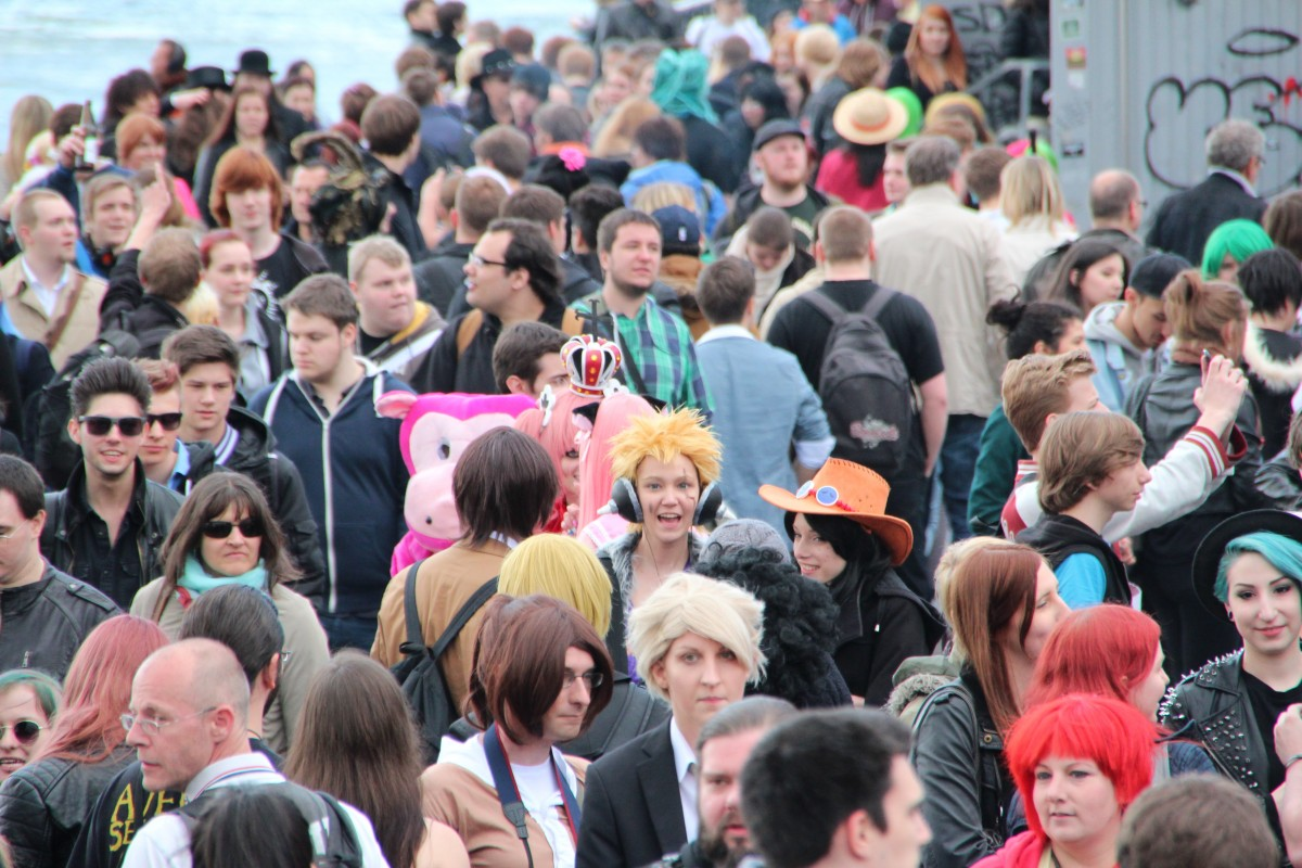 https://c.pxhere.com/photos/e7/ea/crowds_mass_collection_people_event_people_collection-563721.jpg!d