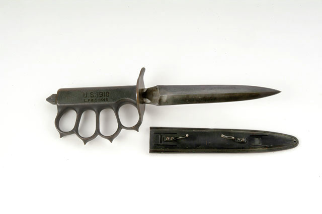 Автор: Carl Malamud - Flickr: M1918 Trench Knife, CC BY 2.0, https://commons.wikimedia.org/w/index.php?curid=16215828