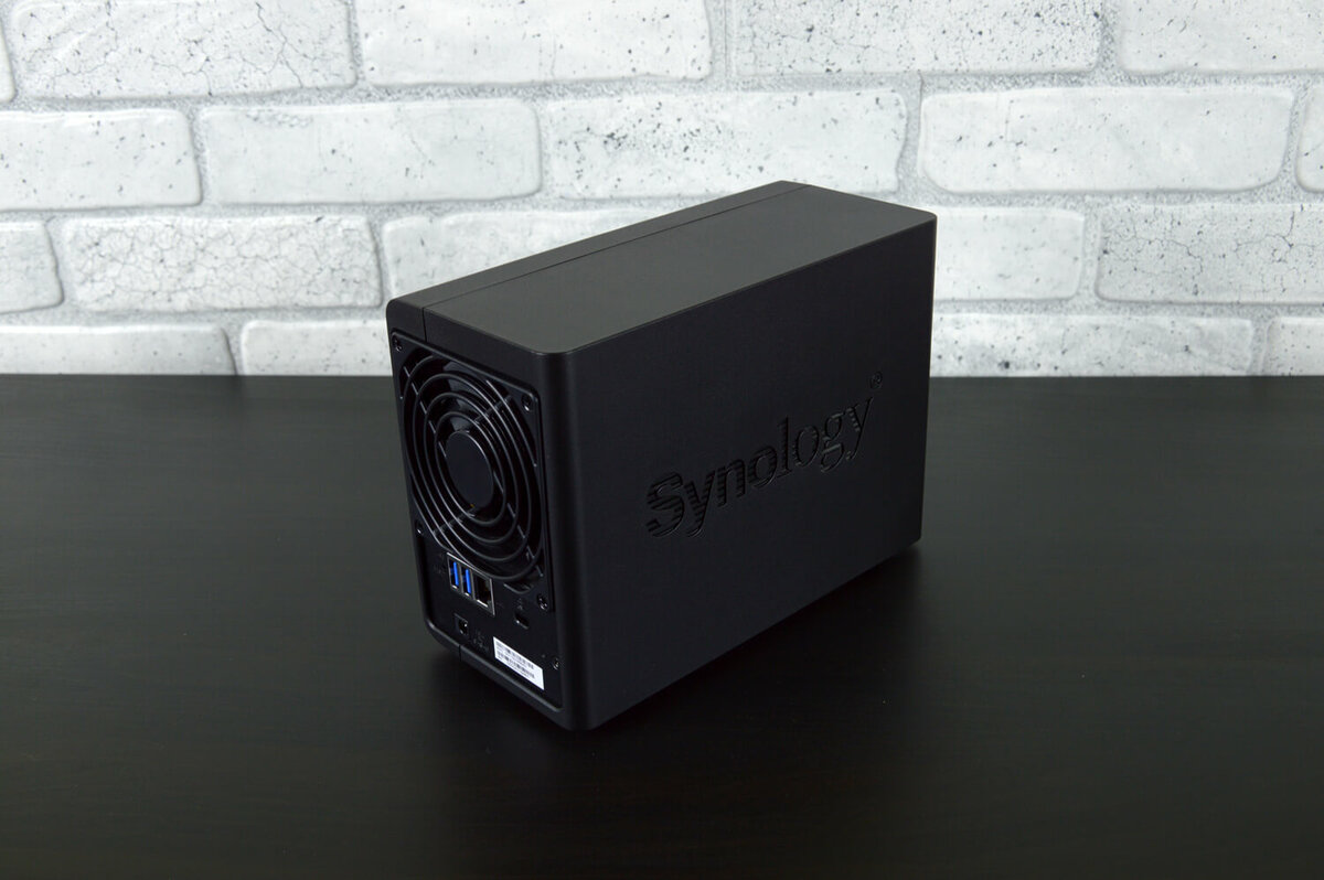 Synology DS218. Вид сзади