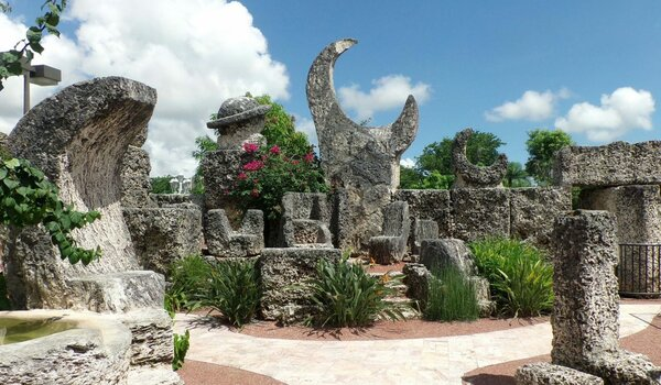 https://www.historicmysteries.com/wp-content/uploads/2017/09/Coral-Castle.jpg