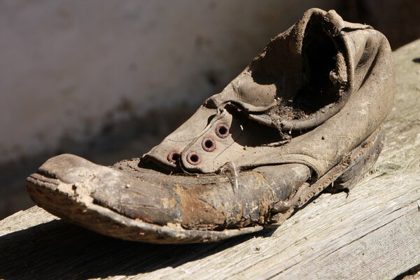 https://get.pxhere.com/photo/shoe-wood-old-horn-dirty-clothing-close-up-shoes-sculpture-temple-rusty-footwear-carving-damage-1137008.jpg