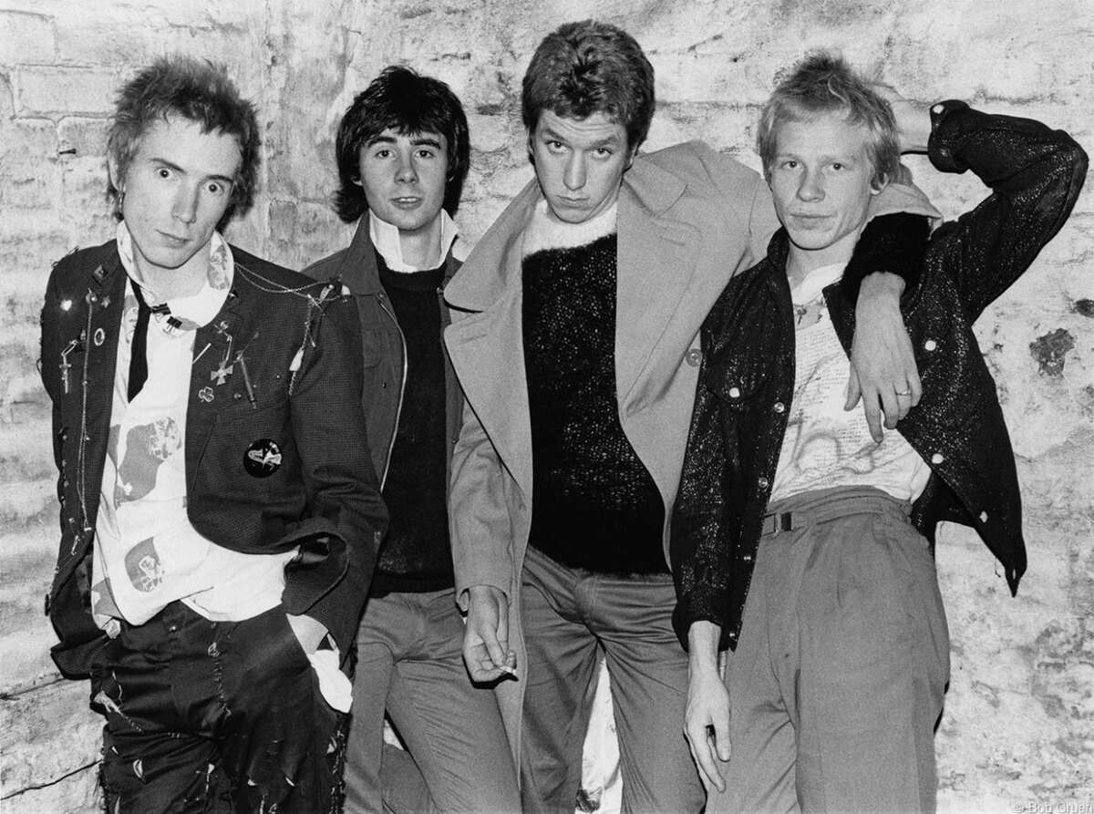 Weman with vicious of the band sex pistols and sex angelic