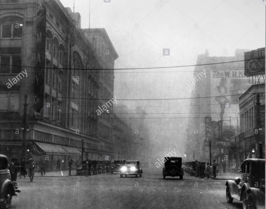 DETROIT: DUST STORM. /nA dust storm in Detroit, Michigan, 1930s. - Image ID: FFYDRG