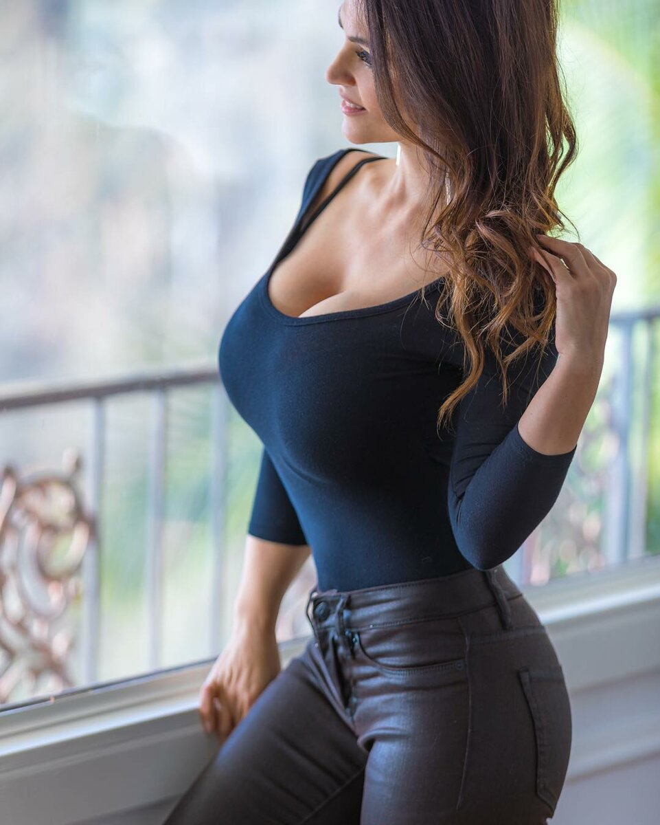 Awesome big boob great huge jeans