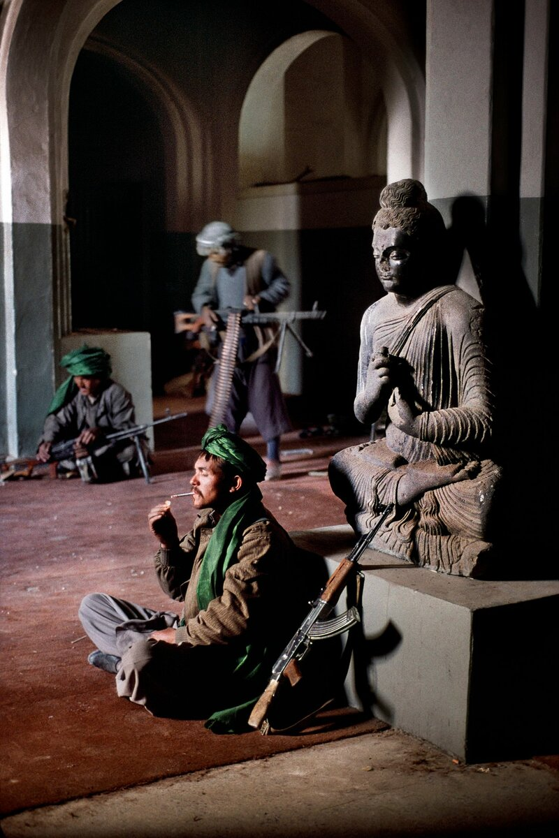 Steve McCurry. Fighters take refuge in National Museum in Kabul, during the Civil War in 1995.