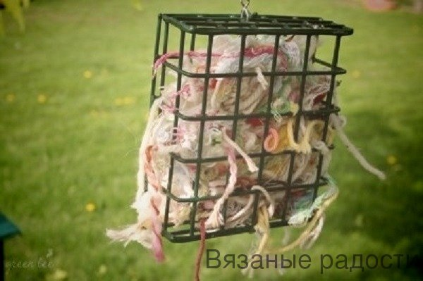 yarn clippings for birds - 600×399