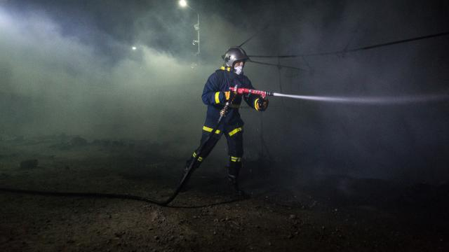 Fire in a refugee camp in Greece: A child died.