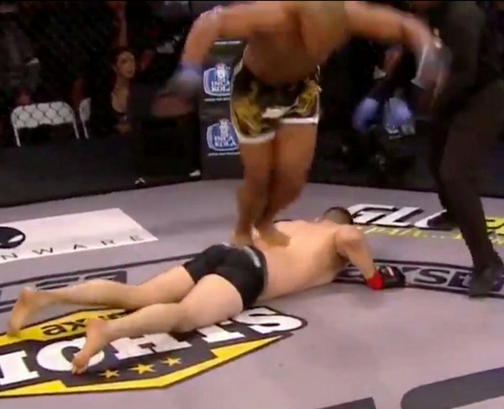 5 cases of meanness and unsportsmanlike behavior in MMA fights. How it was [+ GIF]