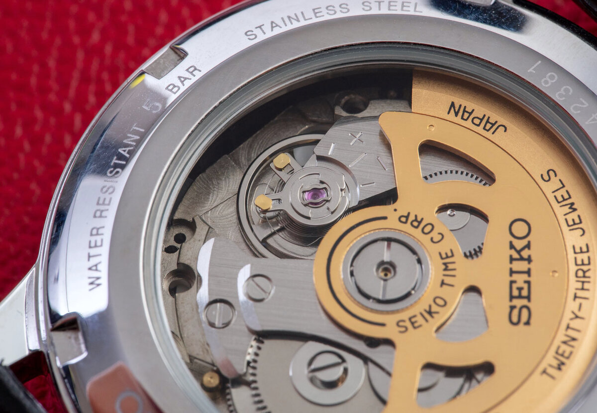 Close-up photo of the mechanism. Yes, not the level of Grand Seiko, but for your money it is quite good