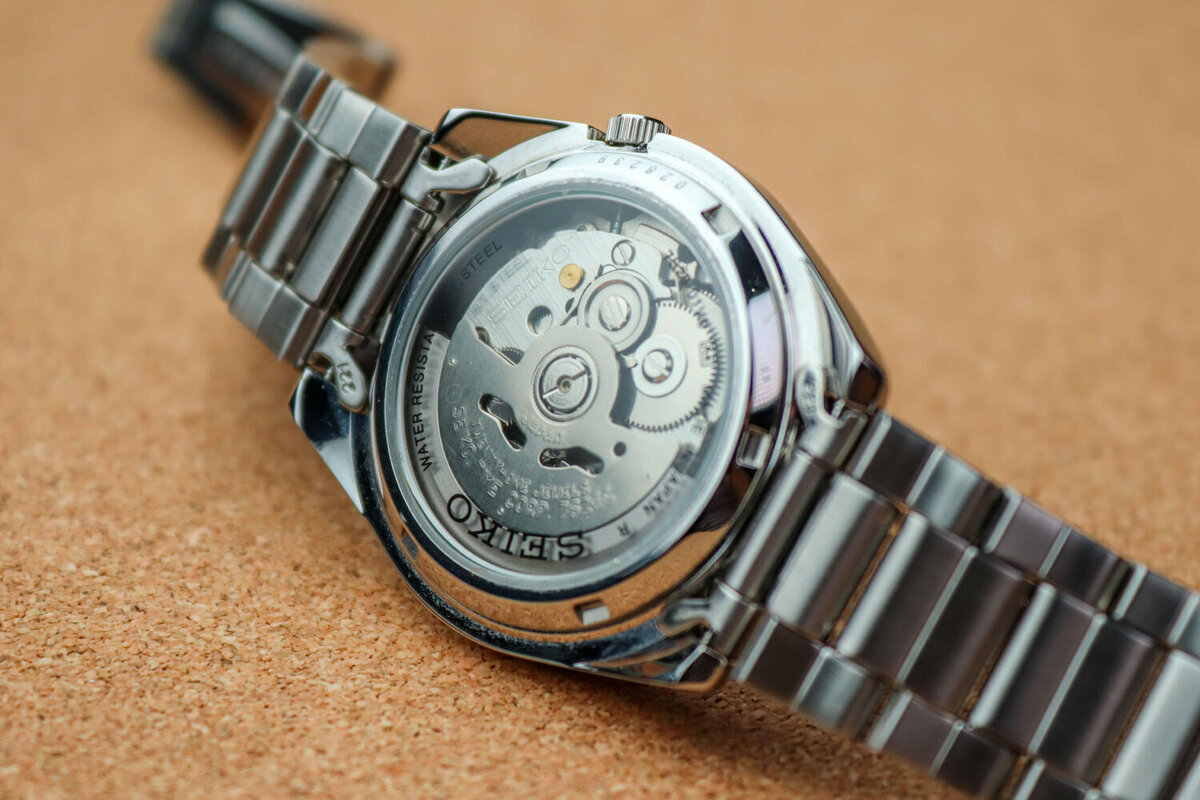 7S26 movement through transparent watch cover