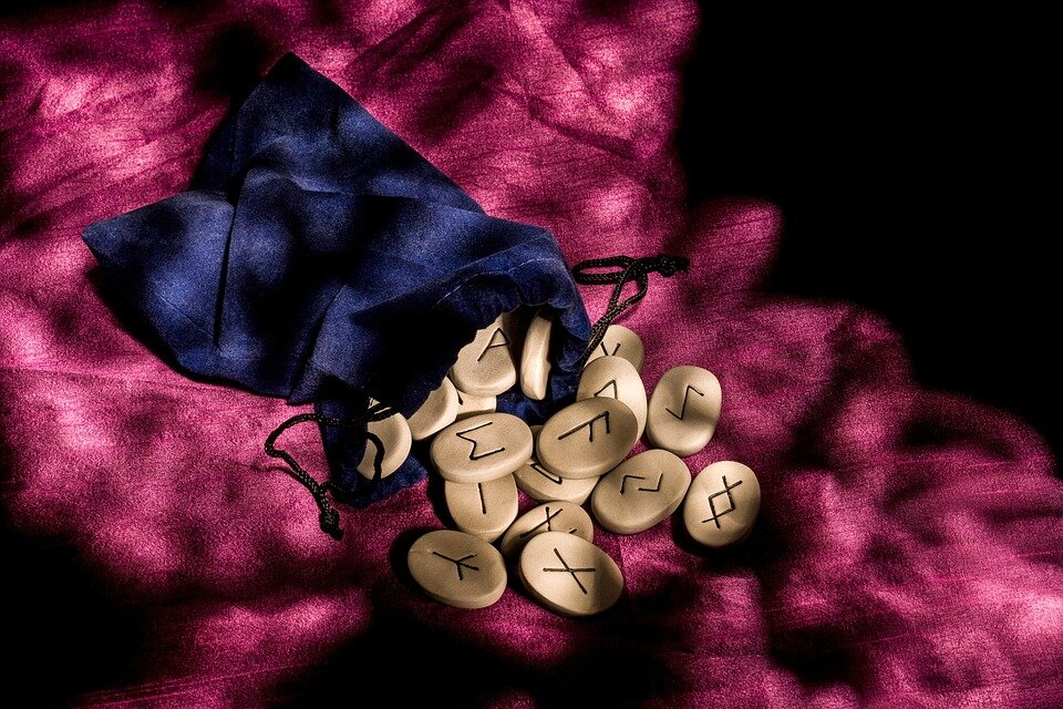 https://pixabay.com/photos/runes-divination-rune-magic-4267425/