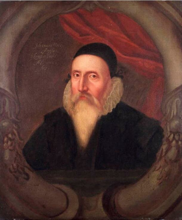 Джон Ди: https://www.ancient-origins.net/sites/default/files/styles/large/public/Portrait-of-John-Dee.jpg?itok=lyYVIg0b