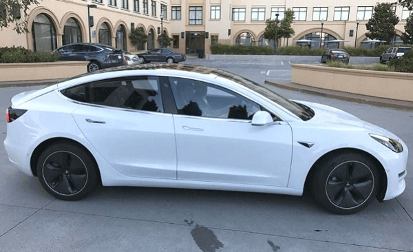 Больше фото здесь - https://hybroid.ru/v-internete-poyavilis-novye-foto-tesla-model-3.html
