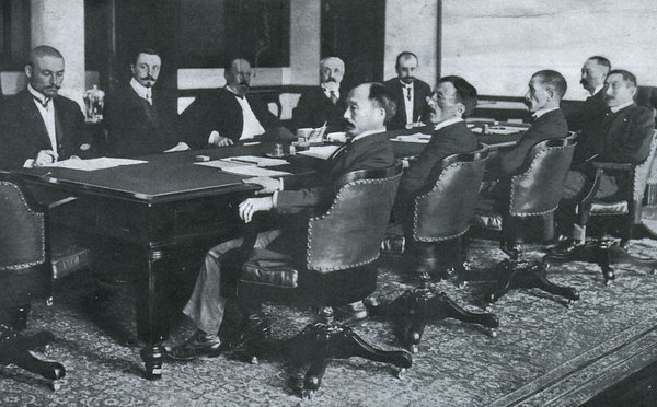 Negotiations in Portsmouth (1905) - from left to right: from the Russian side (the farthest part of the table) - Ivan Yakovlevich Korostovets, Konstantin Dmitrievich Nabokov, Sergey Yulyevich Witte, baron Roman Romanovich Rosen, Georgy Antonovich Gladson; from the Japanese side (the near part of the table) - Adati Meneitiro, Otiai Kentaro, Komura Jutaro, Takahir Kogoro, Sato Aimaro. A large conference table is currently located at the Meiji-Mura Museum in Inuyama.