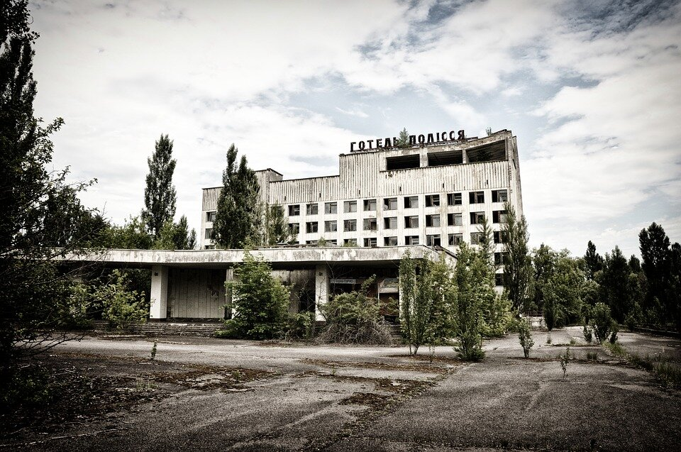 https://cdn.pixabay.com/photo/2016/05/01/22/51/pripyat-1366165_960_720.jpg