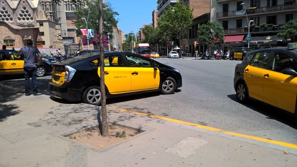 Фото http://photo.idwebs.info/gallery/Taxi_in_Barcelona