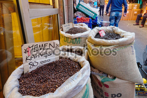 https://st3.depositphotos.com/1347352/18857/i/950/depositphotos_188577862-stock-photo-coffee-market-in-istanbul.jpg