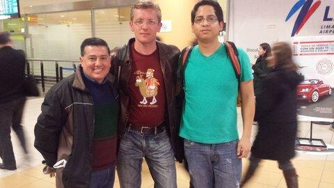 Carlos kaj Hector adiaŭas min en Limo.jpg