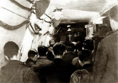 Пасхальная служба в 9-ой шахте лагеря в Инте. Коми АССР, 1955 г. (Музей жертв геноцида, Литва)
