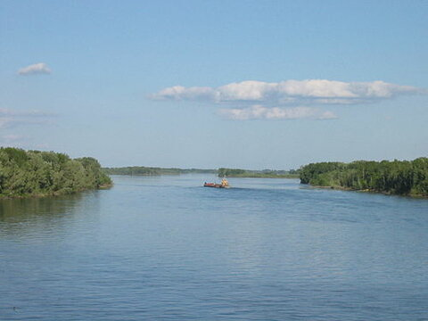 https://upload.wikimedia.org/wikipedia/commons/thumb/5/54/Ob_river_-a.jpg/500px-Ob_river_-a.jpg