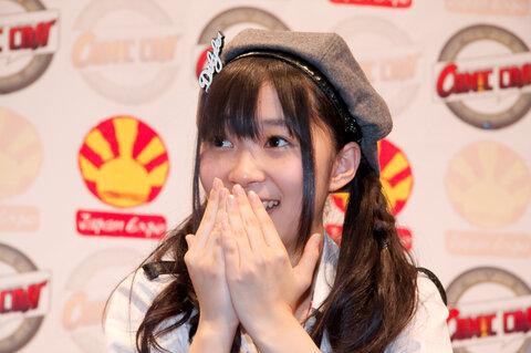 https://upload.wikimedia.org/wikipedia/commons/d/db/AKB48_20090704_Japan_Expo_18.jpg
