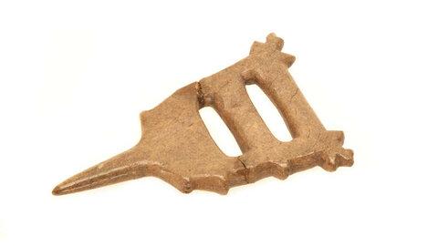 Пряжка. Середина — третья четверть I тыс. н.э. Кость