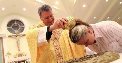 https://catholicphilly.com/media-files/2018/04/NEW-CATHOLICS-EASTER-VIGIL-415x216.jpg