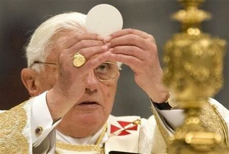 https://thebackporchpundits.files.wordpress.com/2013/09/benedict-eucharist.jpeg