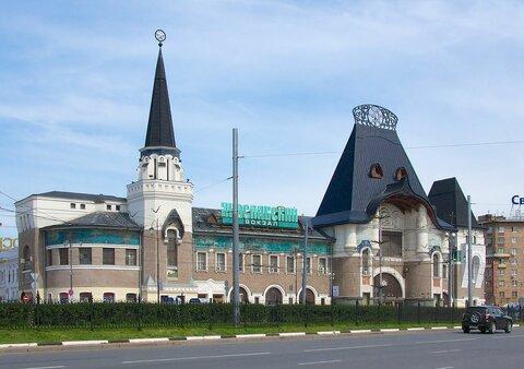 https://upload.wikimedia.org/wikipedia/commons/thumb/6/6e/Yaroslavsky_Train_Terminal%2C_Moscow%2C_Russia_-_2013-05-19_-_90650652.jpg/1280px-Yaroslavsky_Train_Terminal%2C_Moscow%2C_Russia_-_2013-05-19_-_90650652.jpg