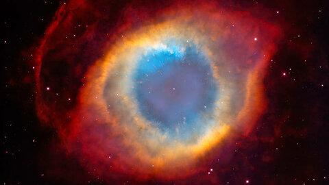 Туманность «Улитка» зародилась благодаря окончанию «жизненного пути» звезды главной последовательности, подобной Солнцу. Сейчас на её месте остался лишь белый карлик. Возраст туманности — 10 600 лет.
