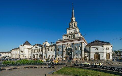 https://upload.wikimedia.org/wikipedia/commons/thumb/f/f5/Moscow_Kazansky_railway_station_asv2019-06.jpg/1920px-Moscow_Kazansky_railway_station_asv2019-06.jpg