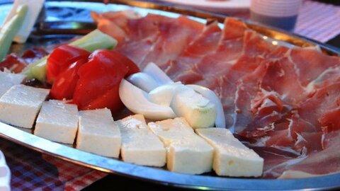 Негушский сыр и пршут