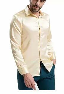 мужчина в атласной рубашке.webp