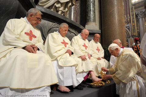 https://www.vatican.va/news_services/liturgy/photogallery/2012/20120405-1/images/large/02376_05042012.jpg