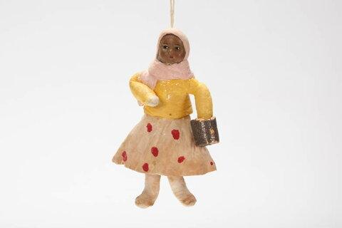 Игрушка «Девочка», первая треть XX века, бумага. клей, краска