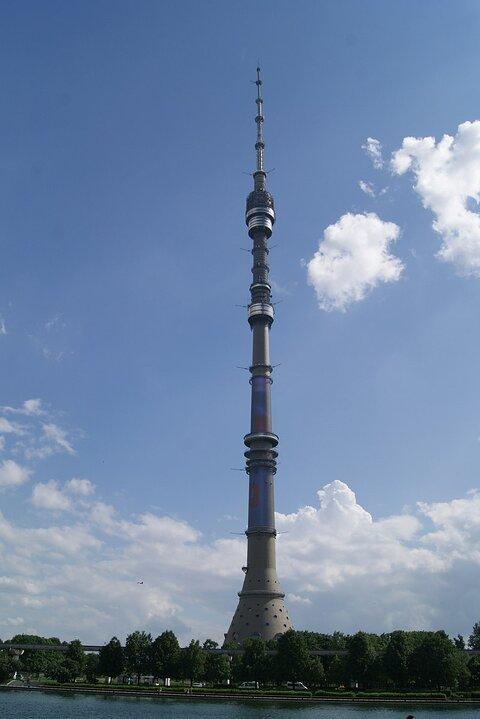 https://upload.wikimedia.org/wikipedia/commons/thumb/8/8a/Ostankino_Tower%2C_2015.JPG/800px-Ostankino_Tower%2C_2015.JPG