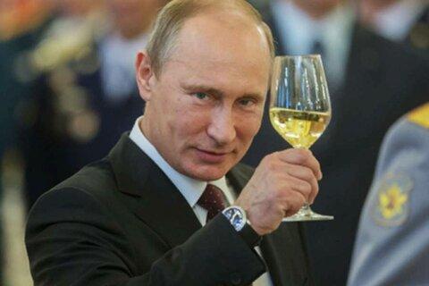 Путин с рюмкой.jpg