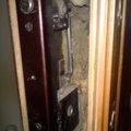 Замена дверных замков со штырями и разбором двери