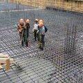 Установка монолитной плиты фундамента