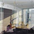 Монтаж перегородок из стекла