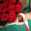 Доставка 25 импортных красных роз