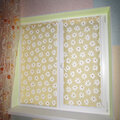 Повесить рулонные шторы на окно