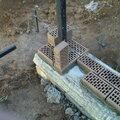Монтаж металлических столбов для заборов и ограждений