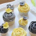 Желтые свадебные капкейки на заказ